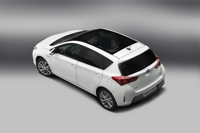 Новая Toyota Auris Hybrid 2013 — экстерьер